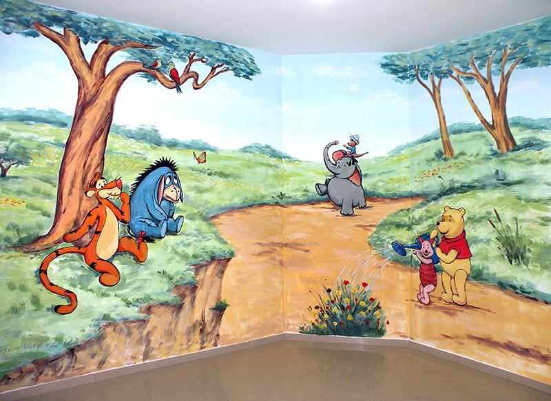 פו הדוב עם מזלף ציורי קיר לילדים