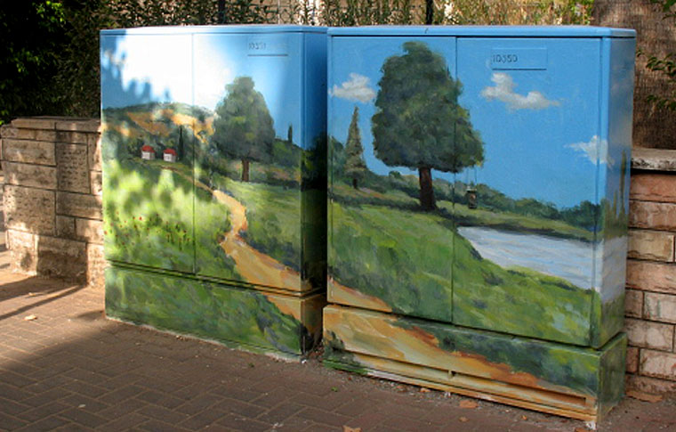 ציור נוף כפרי על ארון חשמל