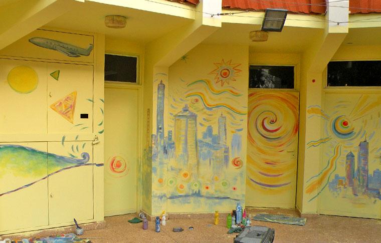ציורי קיר אבסטרקטיים ענקיים במושב
