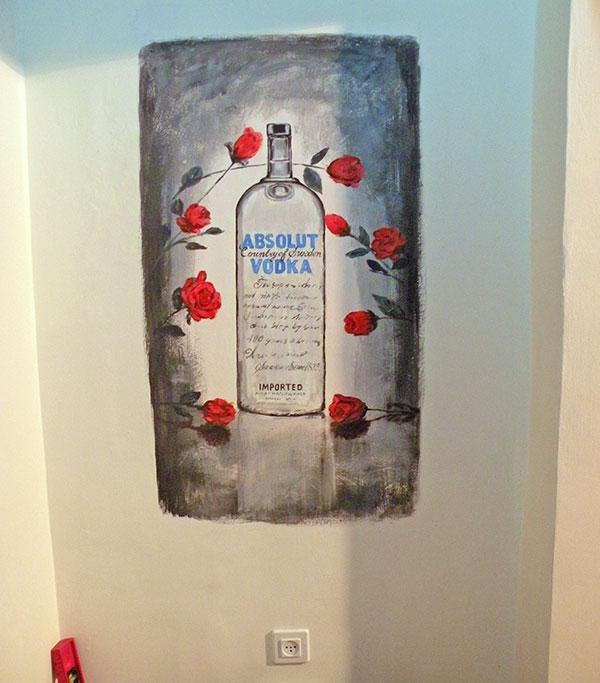 ציויר קיר בקבוק וודקה עם ורדים