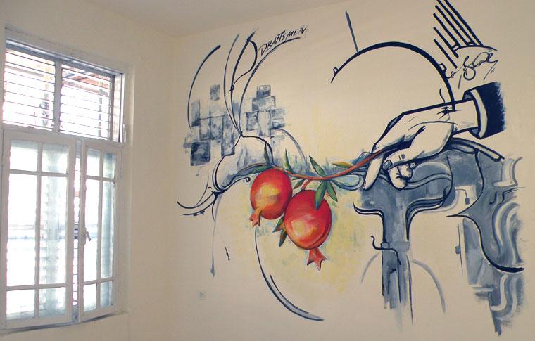 ציורי קיר לסלון בסגנון מיוחד יד ורימונים