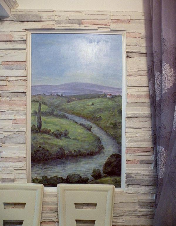 ציור נוף בתוך נישה בסלון