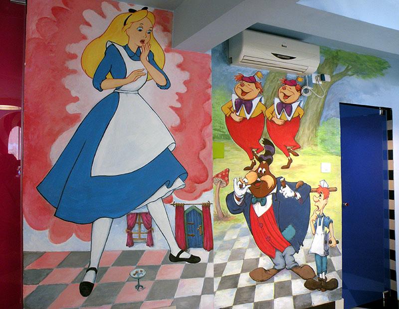 ציורי קיר עליסה ותאומים בארץ הפלאות