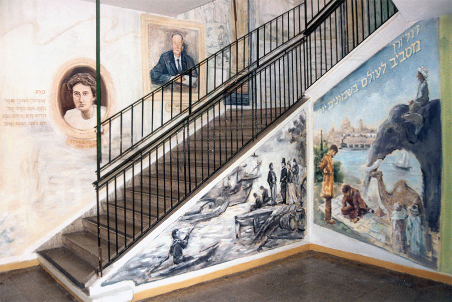 ציורי קיר של דיוקנים של סופרים