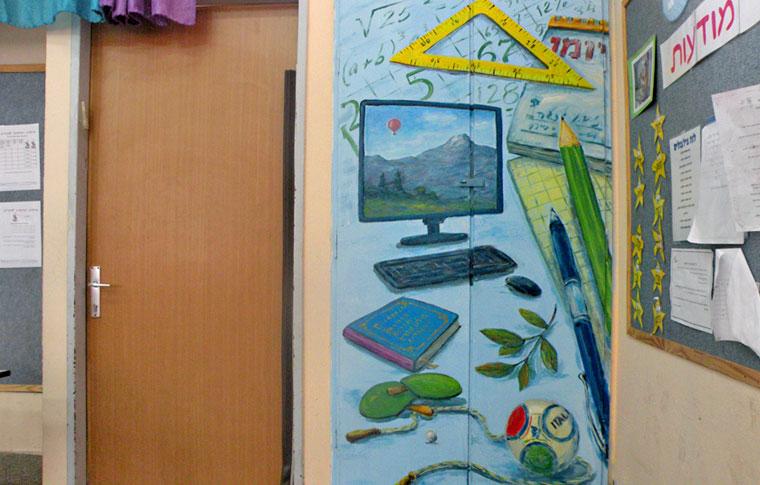 ציורי קיר כלי לימוד על ארון