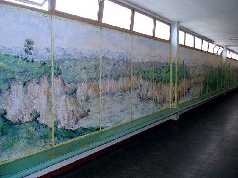ציורי סלעים במסדרון