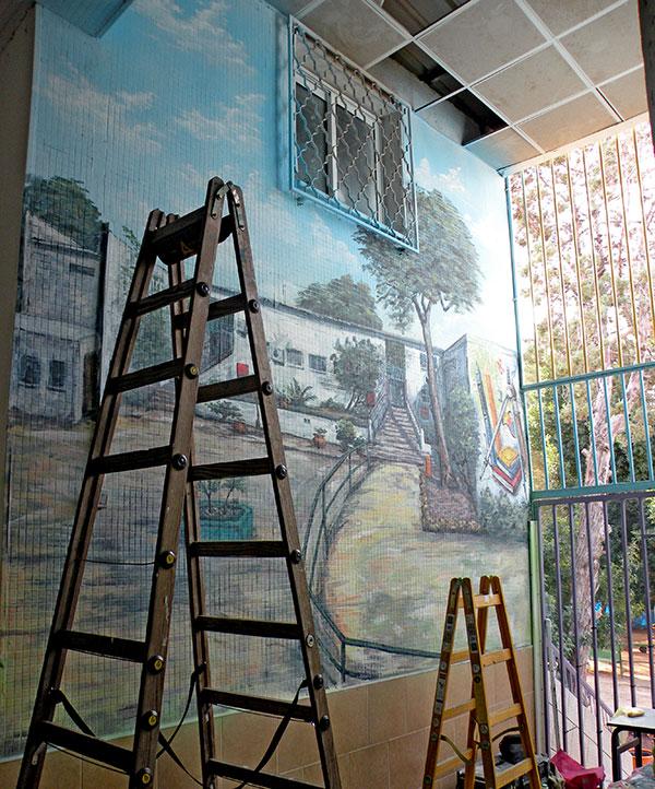 תהליכי עבודה של ציורי קיר בבית ספר
