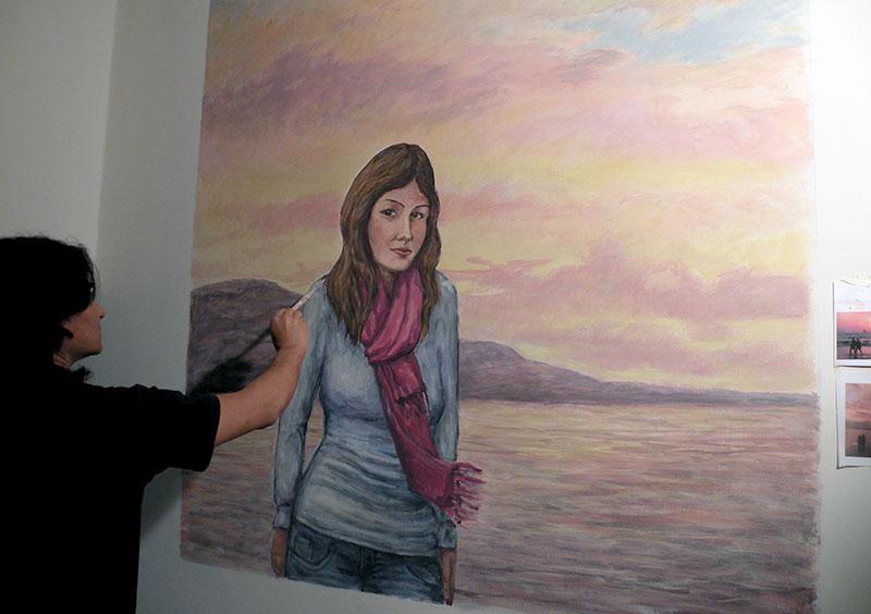 ציור על קיר של בחורה