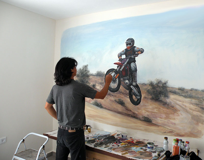 מארט מצייר לחדר נוער