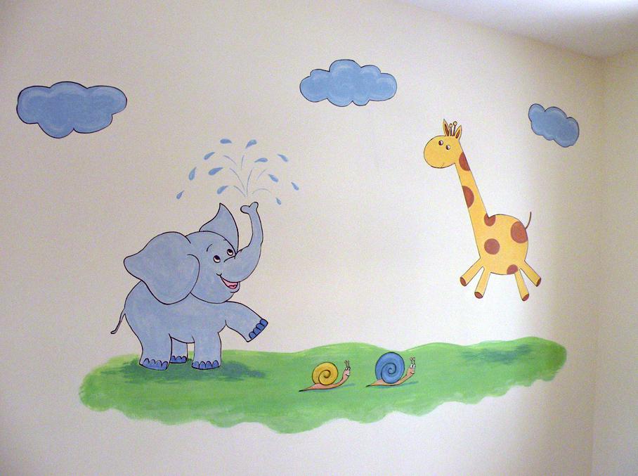 ציור קיר דמויות של פיל, ג'ירפה ושני חלזונות לחדר תינוקות