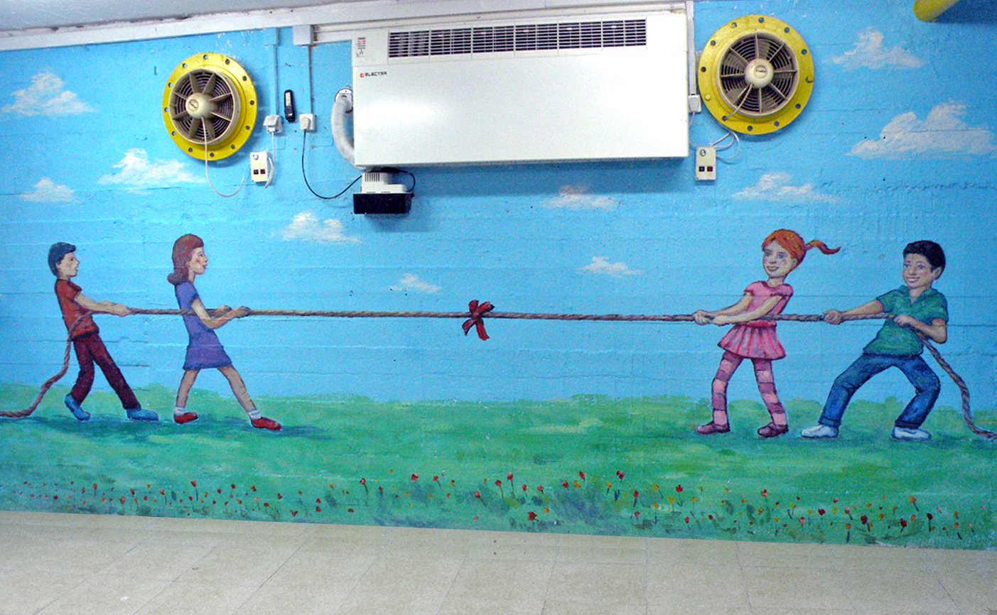ציורי קיר של ילדים שמשחקים במשיכת חבל