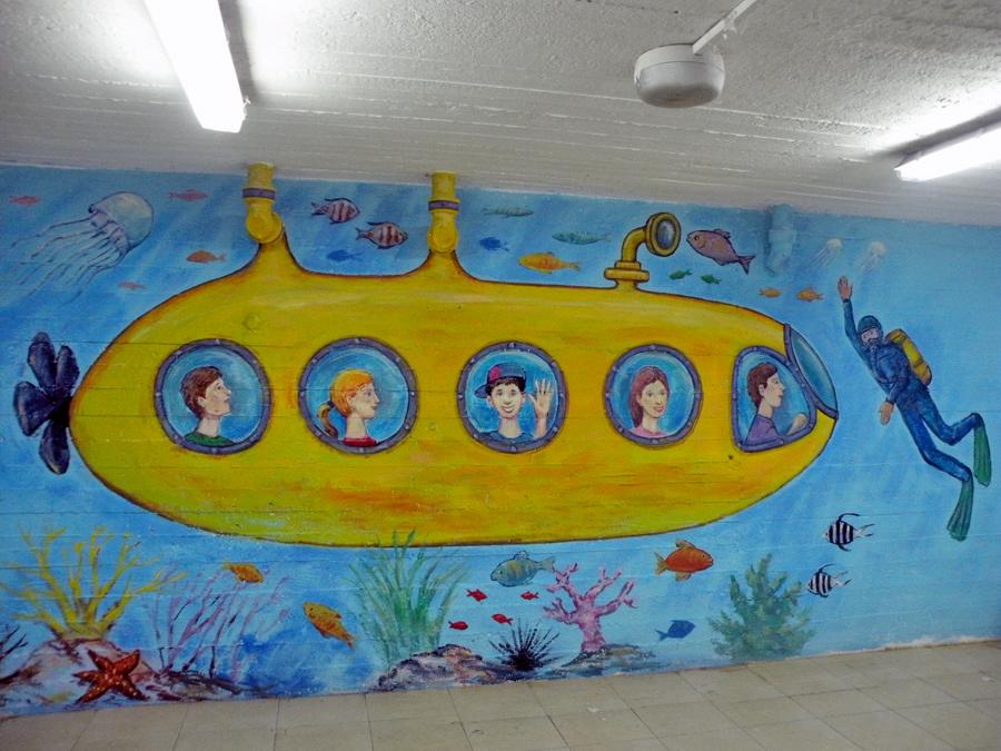 ציורי קיר של הצוללת הצהובה
