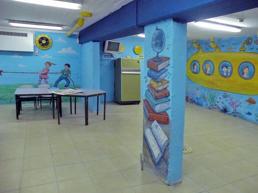 ציורי קיר במקלט בבית ספר