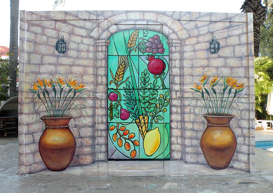 ציור על הצד הכניסה לסוכה