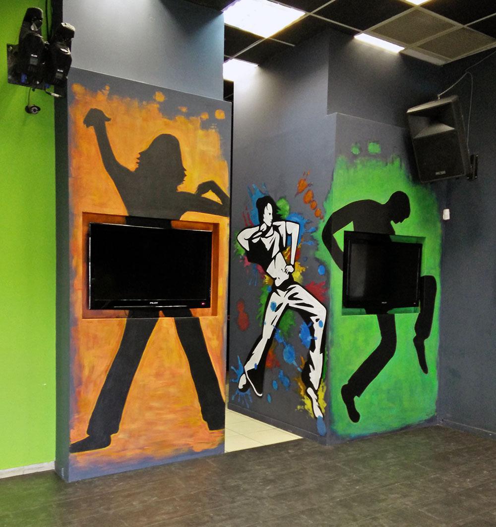 ציורי קיר של רקדנים במועדון