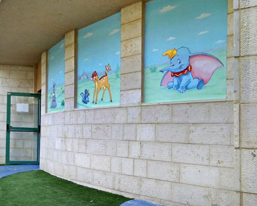 שלושה תמונות בנישות של גן ילדים