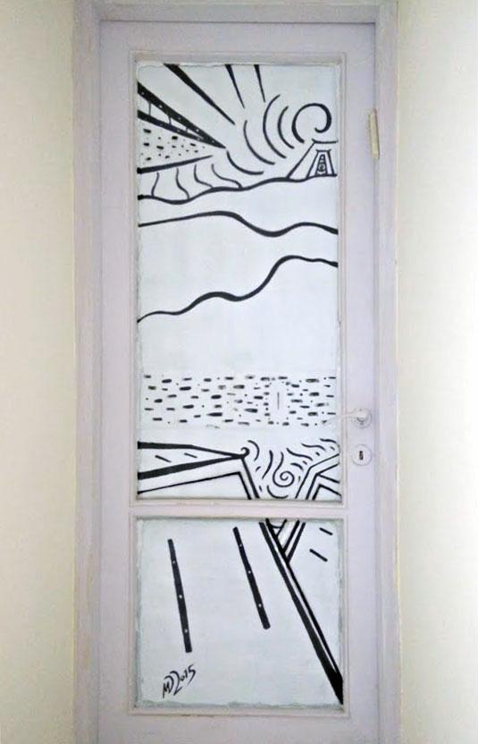 ציור אבסטרקטי על דלת