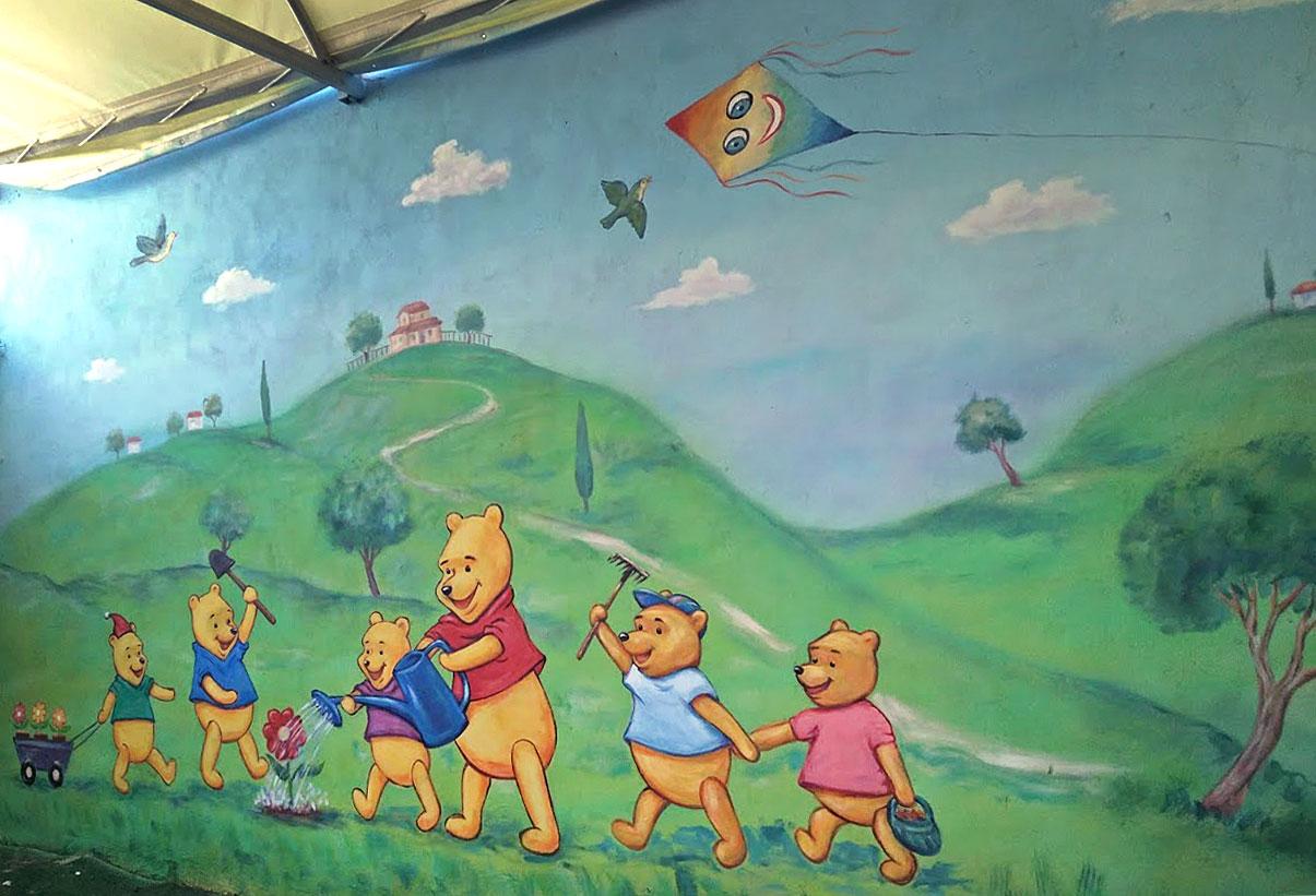 ציור קיר של משפחת פו הדב לגן ילדים בבני ברק