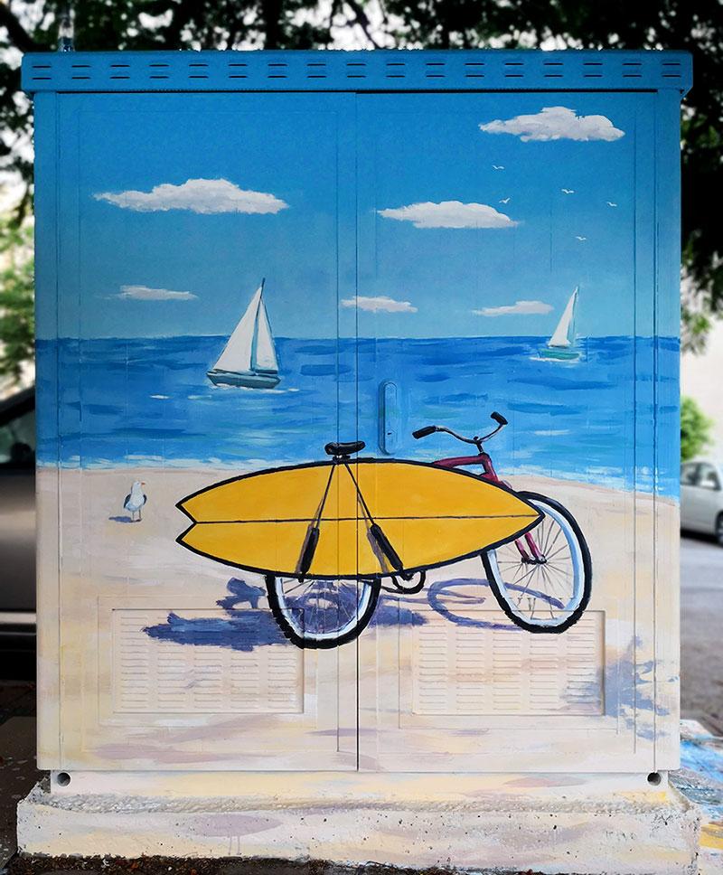 ציור של האופניים וים על ארון חשמל בנתניה