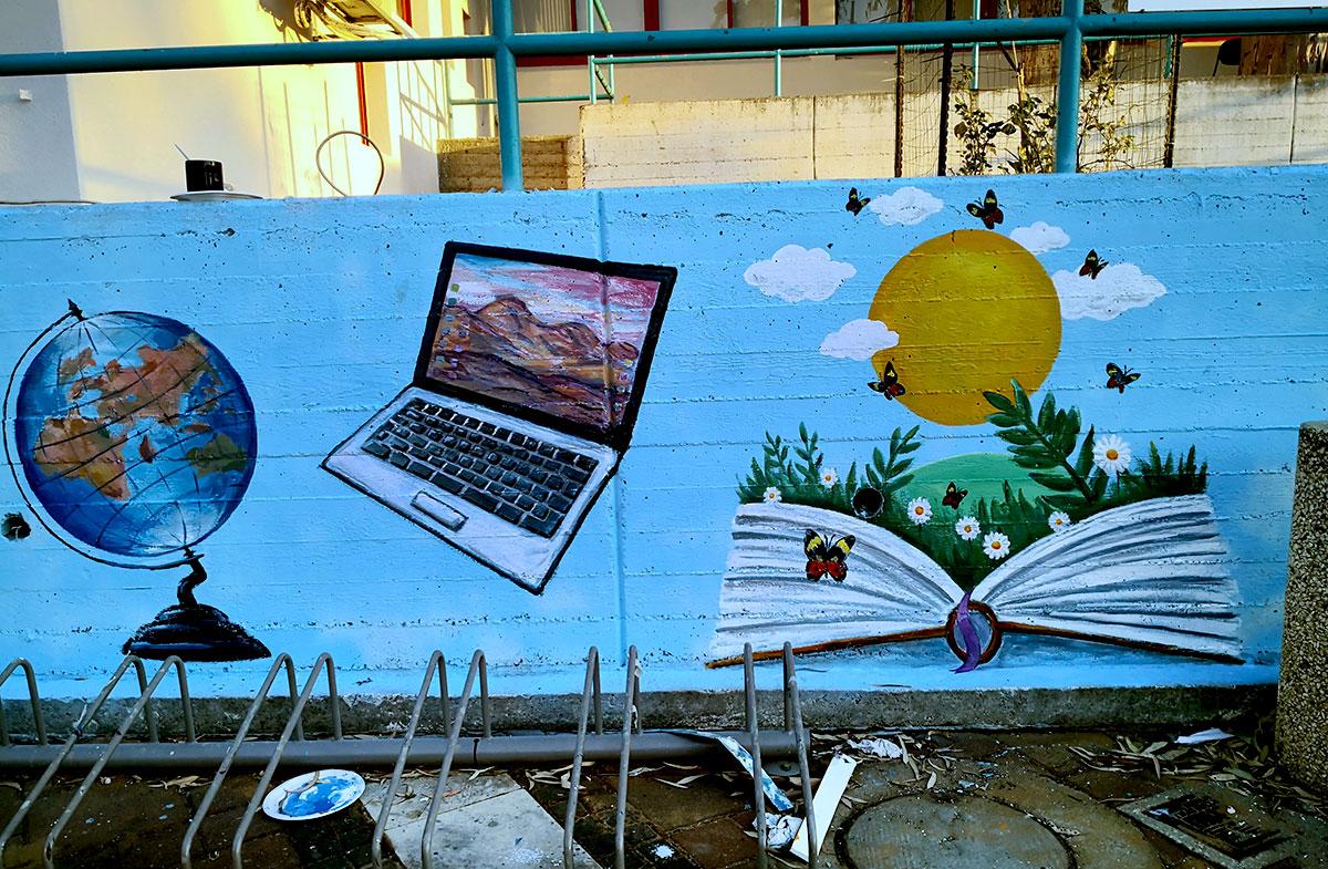 ציורים בספרייה בתל מונד