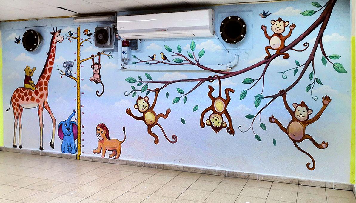ציורי קיר לילדים קטנים במקלט של ספרייה בתל מונד