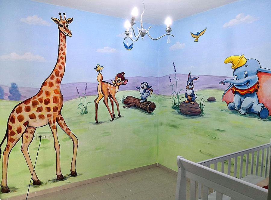 ציור קיר של דמויות לחדר תינוקות
