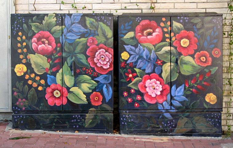 פרחים על רקע שחור ציורים על ארונות חשמל