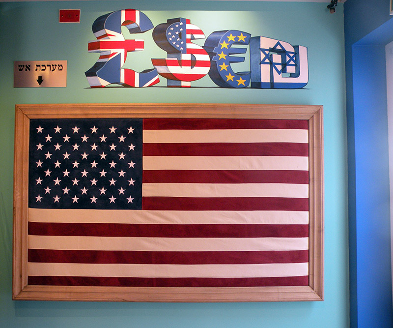 ציורי קיר של סמלי כסף ודגל אמריקה