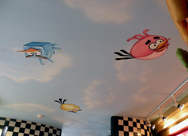 ציורי תקרה של אנגרי בירדס