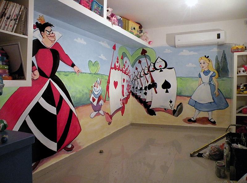 ציורי קיר עליסה ומלכת הלבבות בגן ילדים