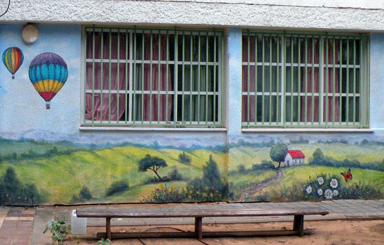 ציורי קיר נוף עם כדור פורח