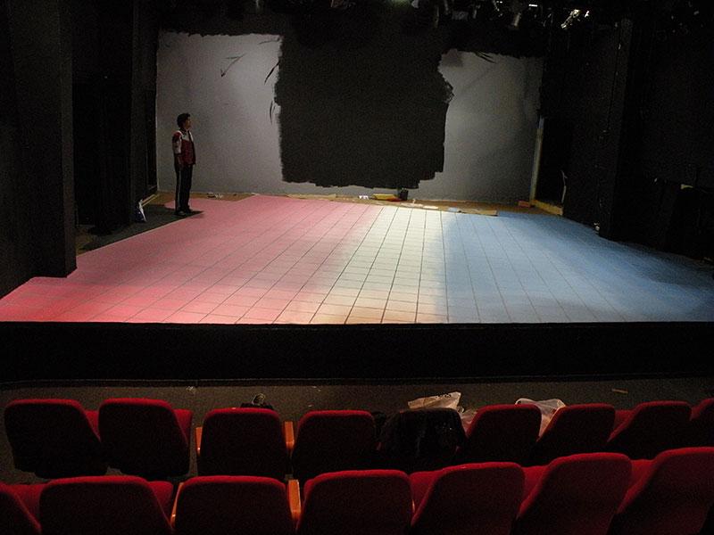 תפאורות לתיאטרון - במה צבעונית