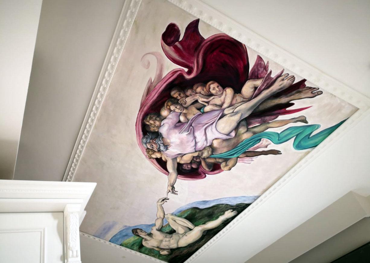 בריאת האדם של מיכלאנג'לו על התקרה