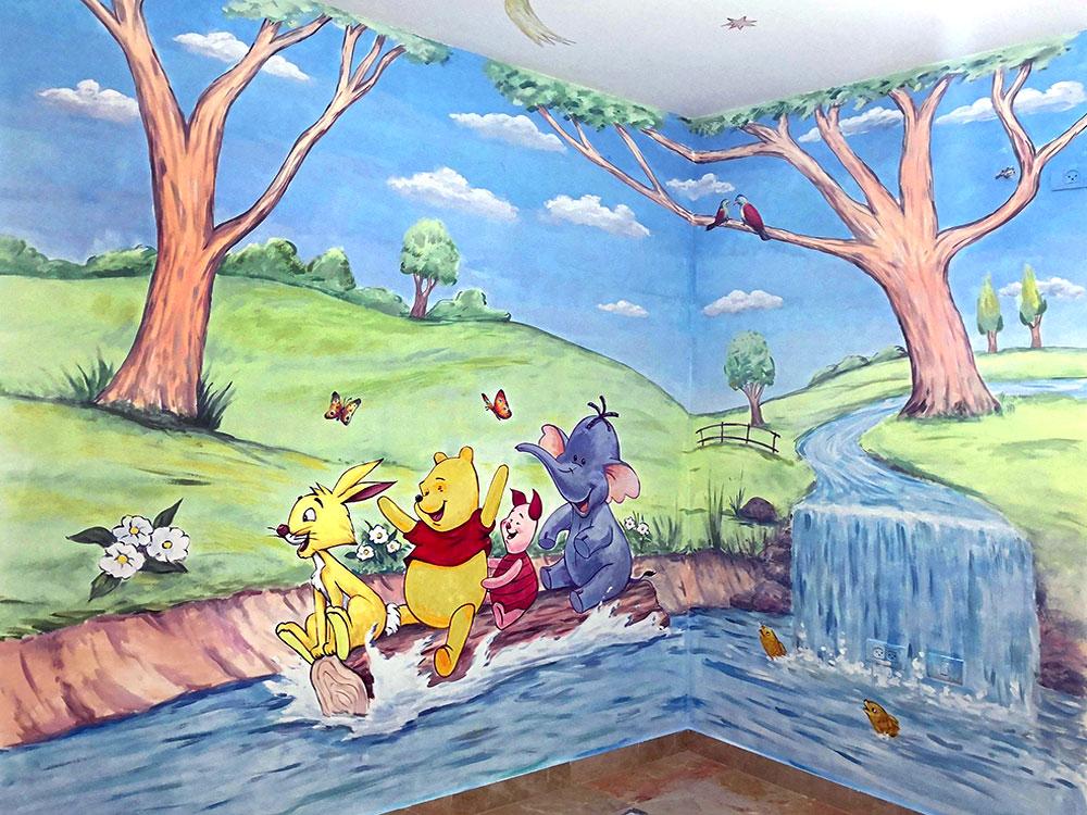 ציור בחדר ילדים של פו הדב על שני קירות