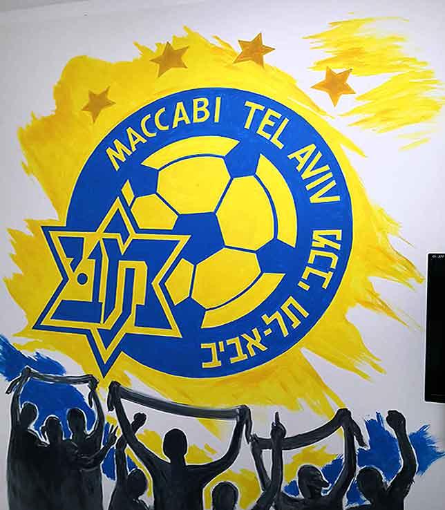ציור קיר של סמל מכבי תל אביב