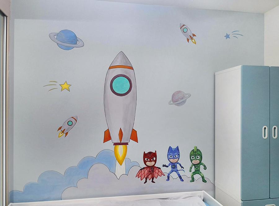 ציור קיר של סופרמנים וחללית