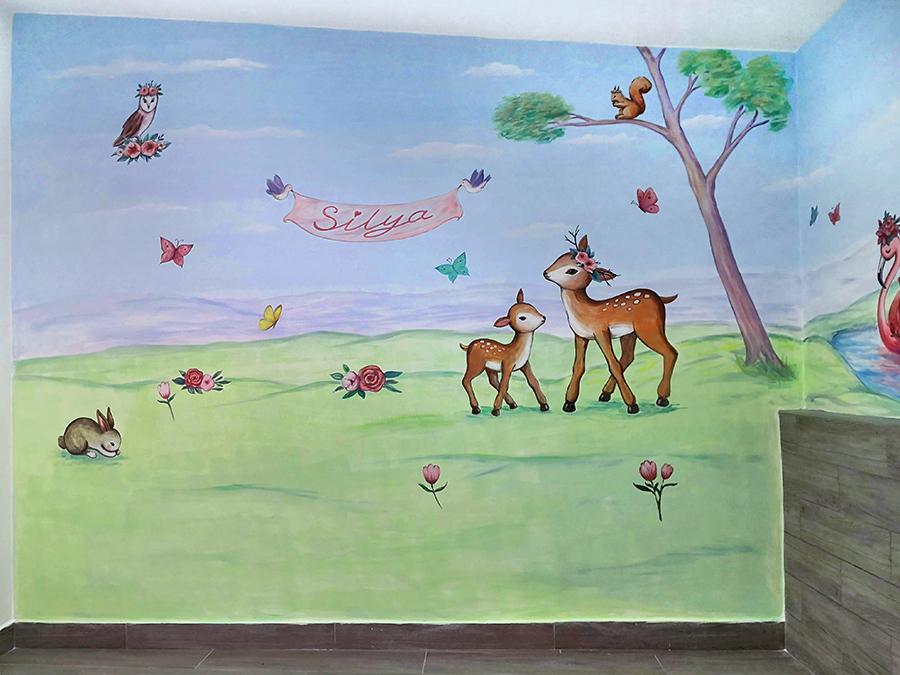 ציור קיר של איילים ודמויות לחדר ילדים